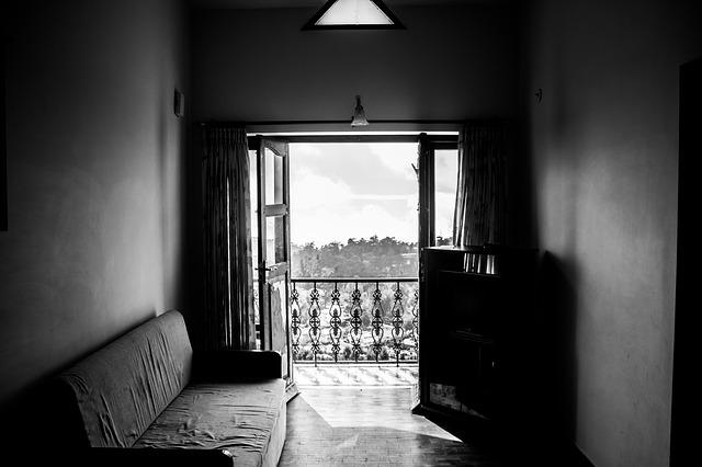 gauč u balkonu.jpg