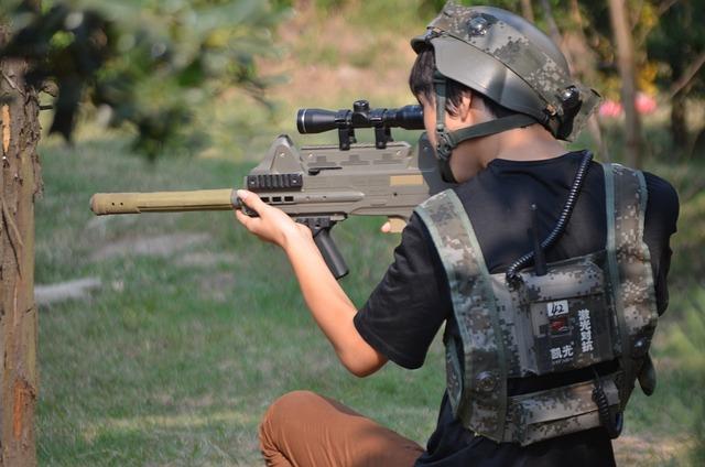 ozbrojený mladík.jpg