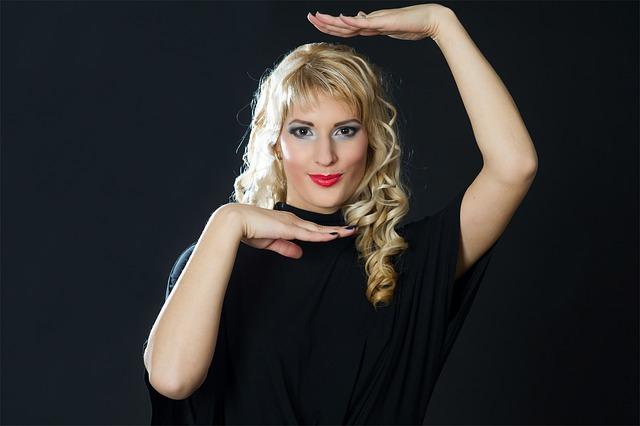 ošklivá blondýna