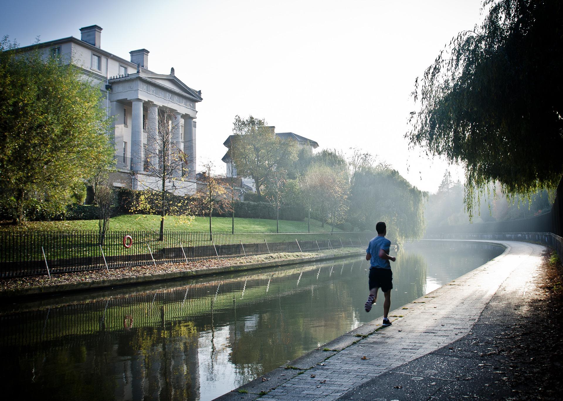 běžící muž